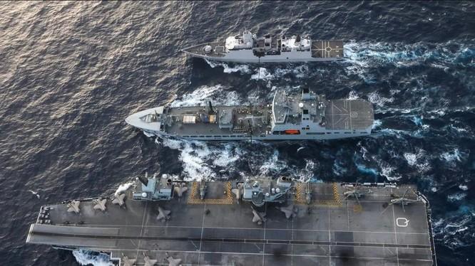 Chiến hạm của Mỹ, Anh và Hà Lan cùng tham gia chiến dịch trên Biển Đông ngày 29/7 (Ảnh: US Navy)