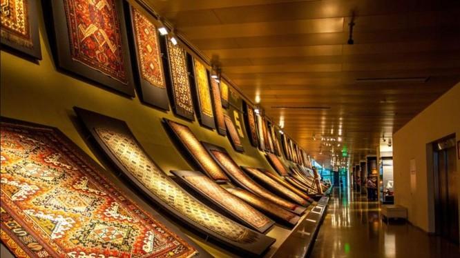 Những tấm thảm dệt được trưng bày trong Bảo tàng Thảm Nghệ thuật Ứng dụng Quốc gia Azerbaijan ở Baku (Ảnh: Internet)