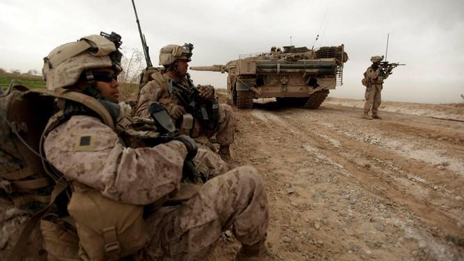 Việc Mỹ rút quân đã tạo nên một mớ bòng bong ở Afghanistan (Ảnh: FT)