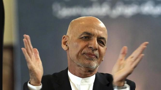 Giới truyền thông cho rằng ông Ashraf Ghani đã trốn sang Tajikistan hoặc Uzbekistan (Ảnh: AP)