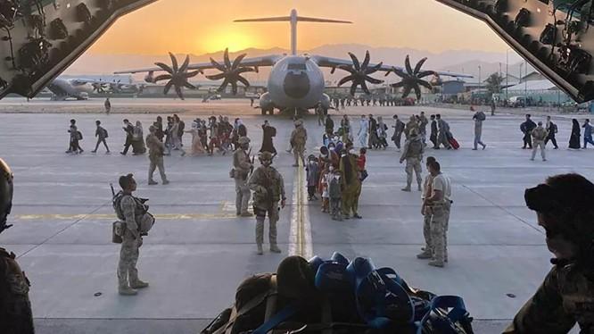 Hãng CNN của Mỹ đã được thủ lĩnh ISIS-K thông báo trước về vụ đánh bom ở sân bay Kabul (Ảnh: Sputnik)