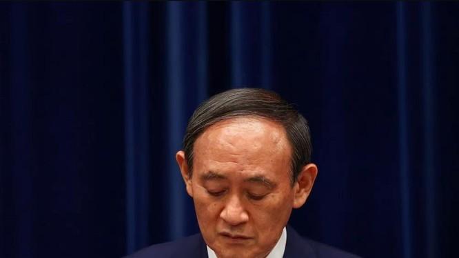 Thủ tướng Nhật Yoshihide Suga tuyên bố sẽ từ chức (Ảnh: Reuters)