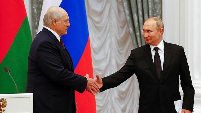 Tổng thống Nga Vladimir Putin và Tổng thống Belarus Alexander Lukashenko nhất trí xây dựng nhà nước liên minh Nga- Belarus (Ảnh: Kp.ru)