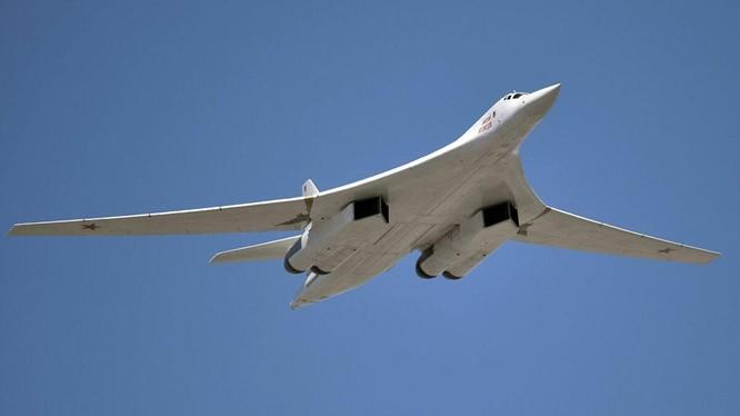 Tu-160, máy bay chiến lược mang tên lửa vượt 7.000 km tới Anadyr tham gia tập trận (Ảnh: Sputnik)