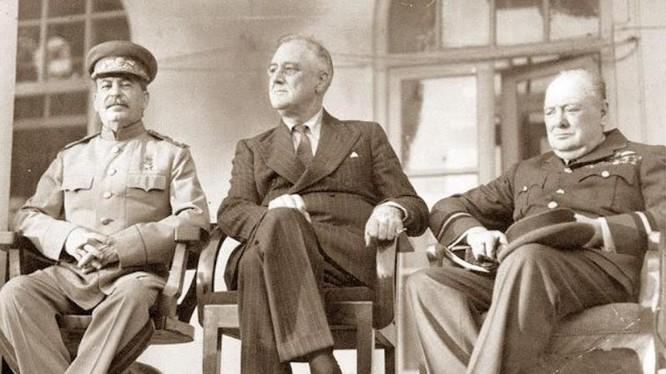 Lãnh đạo Liên Xô, Mỹ và Anh tại hội nghị quốc tế Tehran năm 1943 (Ảnh: AIF)