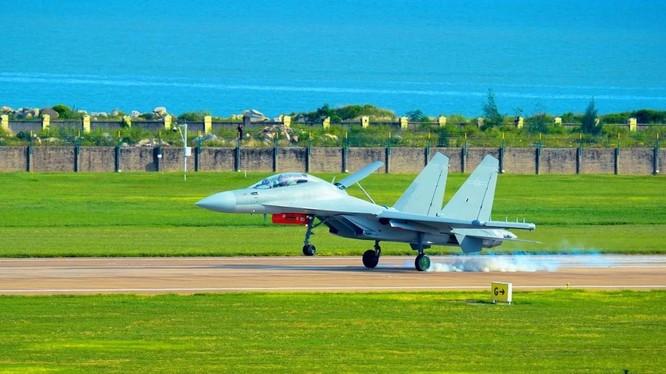 Mẫu máy bay tác chiến điện tử J-16D của Trung Quốc (Ảnh: Weibo)