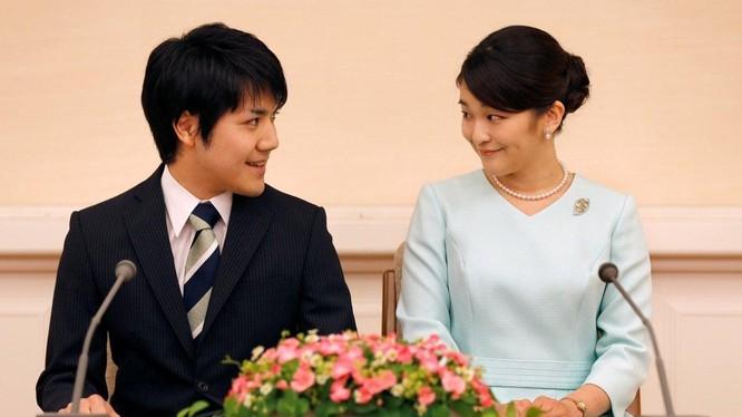 Công chúa Nhật Bản Mako và vị hôn phu thường dân (Ảnh: Reuters)