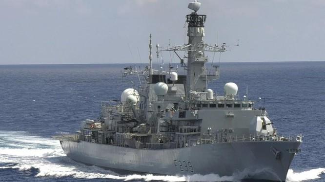 Khinh hạm HMS Richmond của Hải quân Hoàng gia Anh (Ảnh: Twitter)