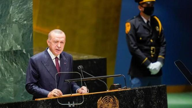 Tổng thống Thổ Nhĩ Kỳ Recep Tayyip Erdogan phát biểu tại Đại Hội đồng LHQ (Ảnh: Kommersant)
