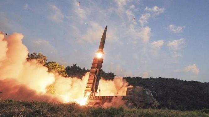 Tên lửa đạn đạo Hyunmoo II của Hàn Quốc trong cuộc thử nghiệm ngày 4/9/2019 (Ảnh: AP)