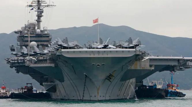 Tàu USS Kitty Hawk tại Hong Kong, Trung Quốc năm 2008 (Ảnh: Reuters)