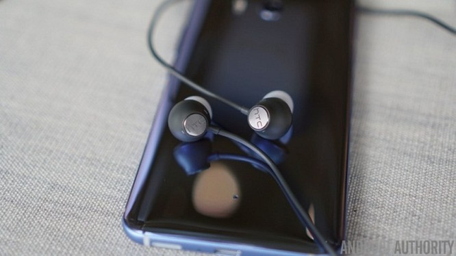 HTC U11 có nhiều tính năng độc đáo như Edge Sense