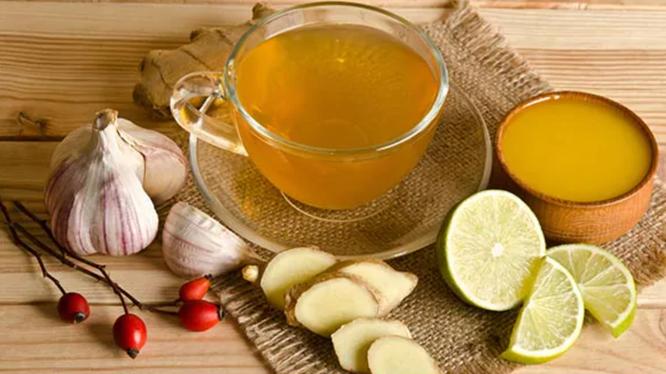 Trà gừng, tỏi, nghệ có thể cải thiện hệ miễn dịch nếu sử dụng đều đặn (Ảnh: NDTV Food)