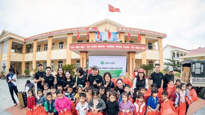 900 phần quà trao tay học sinh vùng lũ Quảng Bình