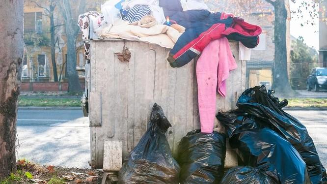 Rác thải ngành dệt may đang trở thành nỗi lo trên toàn cầu. Ảnh minh họa: daily.jstor.org