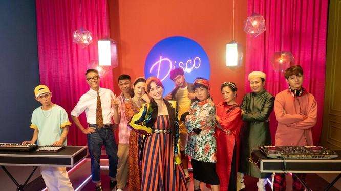 """MV """"Tết xa hóa gần"""" của Hòa Minzy khởi động chiến dịch đón Tết xa nhà trên nền tảng TikTok."""
