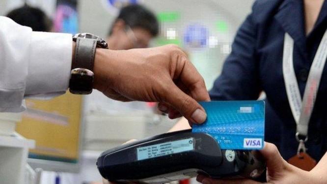 Đề xuất giảm 50% phí giao dịch thanh toán điện tử liên ngân hàng đến 30/6/2022. Ảnh minh họa: Báo Chính phủ.