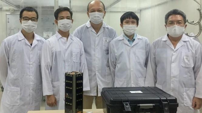 Vệ tinh NanoDragon chuẩn bị được chuyển đi Nhật Bản để bàn giao. Ảnh: TTVTVN.