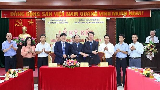 Sở TT&TT Hà Nội, Cục Viễn thông và Cục Bưu điện TW ký kết phối hợp về quản lý Bưu chính, Viễn thông và hạ tầng số (ký kết tháng 10/2020). Ảnh: Cổng TTĐT Hà Nội.