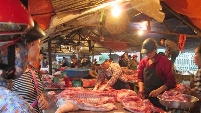 Sức mua thịt tại chợ Núi tấp nập hơn trước