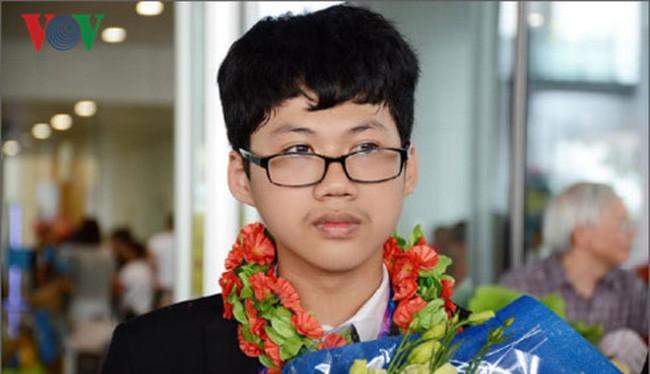 Đinh Anh Dũng, lớp 12, trường THPT Chuyên Hà Nội - Amsterdam