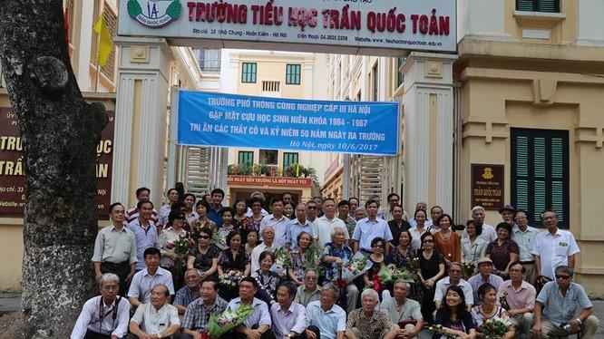 Các cựu học sinh Trường Phổ thông Công nghiệp cấp III Hà Nội