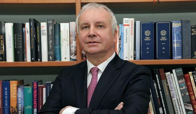 Alexander Rahr- nhà khoa học chính trị Đức hàng đầu, Giám đốc Trung tâm Berthold Beyce thuộc Hội đồng Chính sách Đối ngoại Liên bang Đức (DGAP), người gần gũi với giới chính trị tinh hoa Nga. Ông có một quá trình dài làm việc trong môi trường tinh hoa