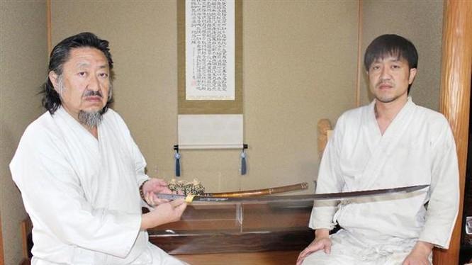 Fujiwara Kanefusa và con là Masafumi Kanefusa- người thừa kế ông