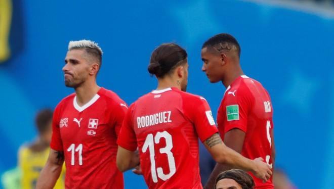 Tấn công nhiều mà không ghi được bàn thắng, các cầu thủ Thụy Sĩ chỉ còn biết tự trách mình.