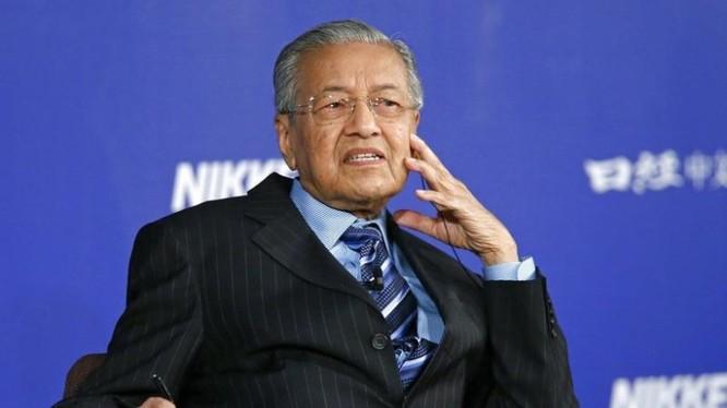 Ông Mahathir Mohamad quyết định ngừng thi công ECRL.
