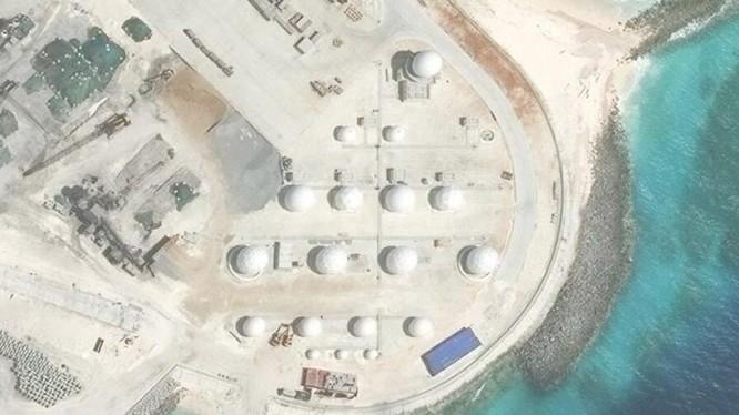 Hệ thống radar Trung Quốc lắp đặt phi pháp trên đá Chữ Thập.