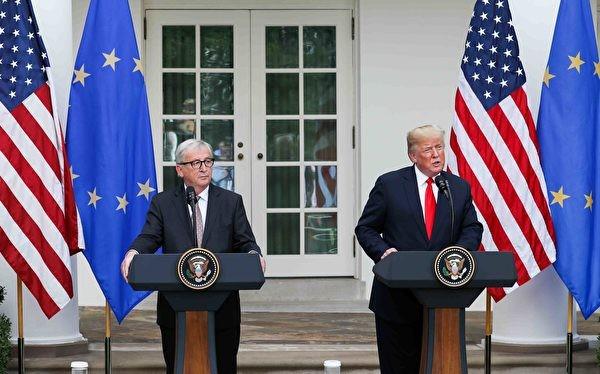 Hai ông Donald Trump và Jean Juncker họp báo chung sau khi hội đàm.