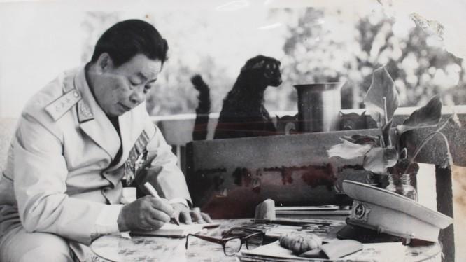 Thượng tướng Chu Văn Tấn