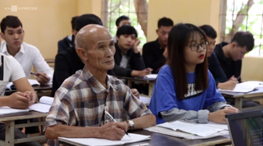 """Cụ sinh viên Linh: """"Từ nhỏ tôi đã rất ham học và học đại học là niềm khát khao cháy bỏng của tôi""""."""