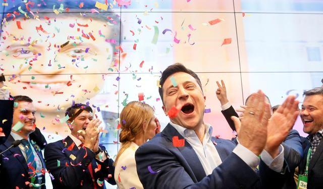 Diễn viên hài Volodymyr Zelensky tuyên bố chiến thắng trong cuộc bầu cử tổng thống ở Ukraina (Ảnh: Reuters).