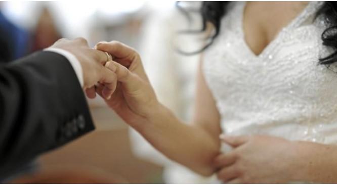 """""""Các đôi vợ chồng này bị cáo buộc kết hôn theo một thỏa thuận tài chính với mục đích chủ yếu là lách luật nhập cư Mỹ"""", thông cáo của Bộ Tư pháp Mỹ cho hay."""