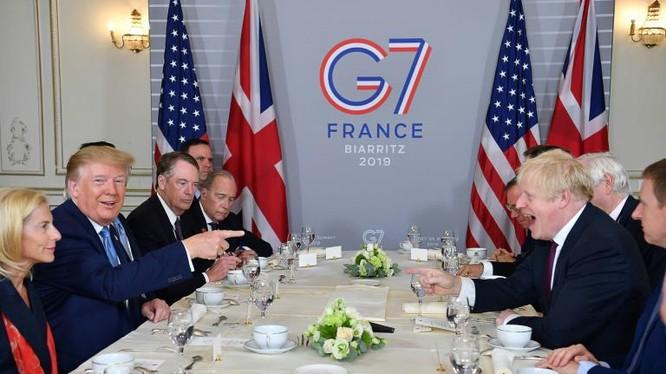 Các nhà lãnh đạo cùng thưởng thức bữa sáng tại Hội nghị G7. Ảnh: AP.