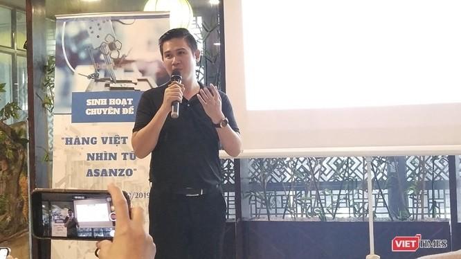 """CEO Asanzo Phạm Văn Tam tại tọa đàm """"Hàng việt Nam nhìn từ Asanzo"""" do CLB Cafe Số tổ chức."""