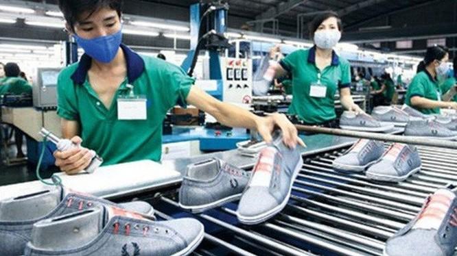 TS Nguyễn Đình Cung cho rằng người lao động không được hưởng lợi từ Dự thảo Luật Lao động mới (Ảnh minh họa).