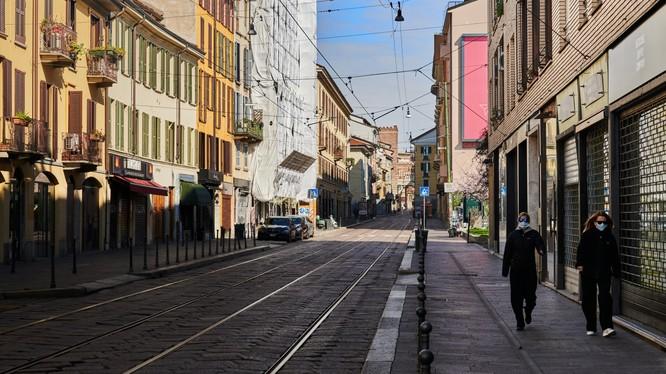 Italia trở thành tâm dịch lớn thứ hai trên thế giới. Ảnh được chụp tại Milan..