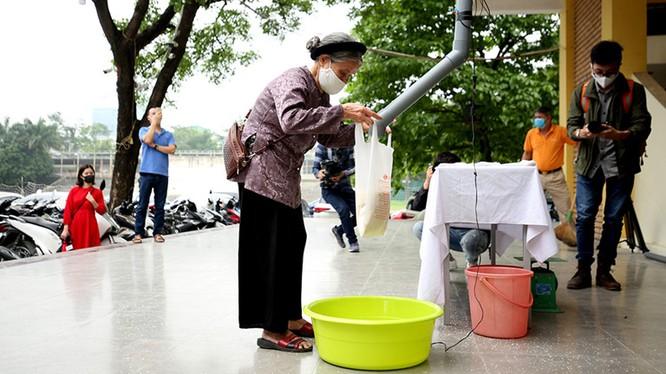 Cộng đồng gom góp gạo, thực phẩm chia sẻ với những người có hoàn cảnh khó khăn trong đại dịch covid-19- Ảnh internet.