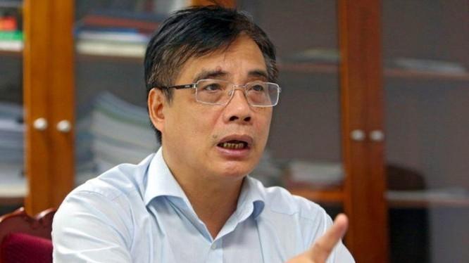 """TS Trần Đình Thiên: """"Nguyên tắc tiên quyết của việc hỗ trợ, theo tôi, là chỉ cứu những doanh nghiệp có khả năng đứng dậy sau dịch, có khả năng hợp tác để vươn lên""""."""