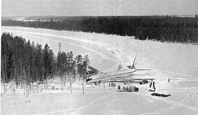 Chiếc Boeing 707-321V của Hàn Quốc hạ cánh khẩn cấp xuống mặt hồ Korpiyarvi (Nguồn AIF).