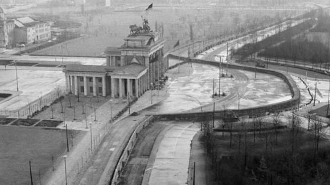 Bức tường Berlin chia cắt Đông và Tây Đức- Ảnh Tư liệu.