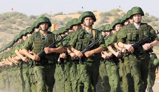 Binh sĩ Nga tham gia huấn luyện quân sự. Ảnh economictimes.indiatimes.com