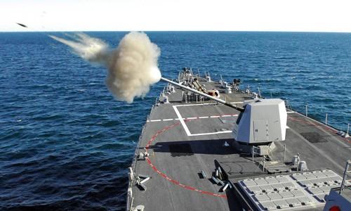 Pháo hạm 127 mm trên tàu chiến Mỹ. Ảnh: USNI