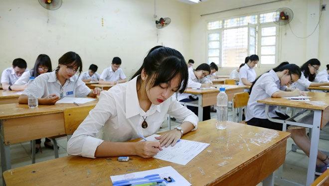 Các em học sinh đang gấp rút ôn thi vào lớp 10 THPT