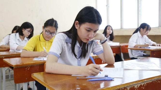 Học sinh căng thẳng trước kỳ thi tuyển sinh vào lớp 10