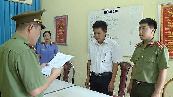 Cơ quan điều tra công bố quyết định khởi tố ông Trần Xuân Yến, Phó giám đốc Sở GD&ĐT tỉnh Sơn La.