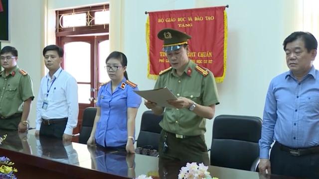 Ông Hoàng Tiến Đức, Giám đốc Sở GD&ĐT tỉnh Sơn La (bên phải ngoài cùng).